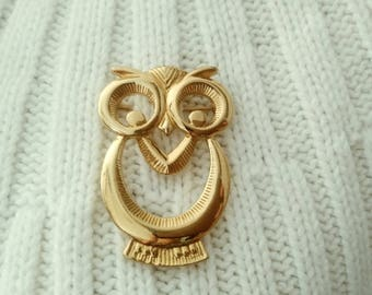 Vintage Owl Brooch in gold tone, Costume Jewelry Owl Pin