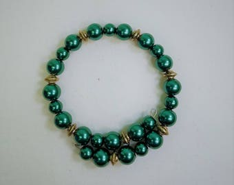 Hunter Green Pearl Memory Wire Bracelet with Gold Accents