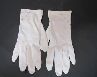 FREE SHIPPING in USA Vintage White Ladies Cotton Gloves      Size Small Medium   2562