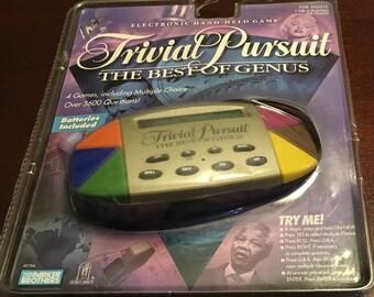 Trivial Pursuit jeu de Held électronique à la main le meilleur du genre 4 jeux multiples choix plus de 3600 Questions Parker Brothers neufs