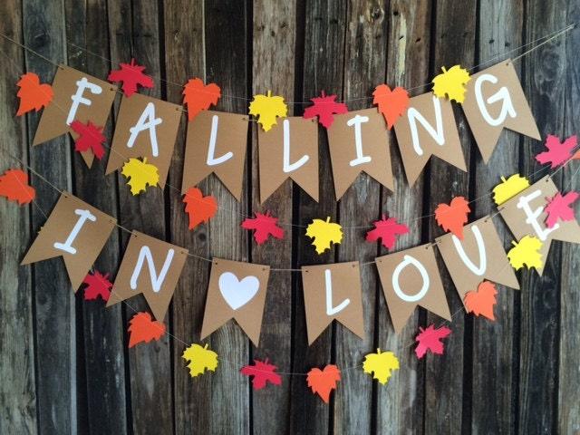 Ausgezeichnet Falling In Love Wedding Theme Bilder - Brautkleider ...
