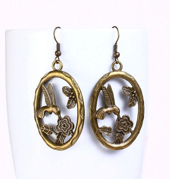 Antique brass hummingbird drop earrings (528)