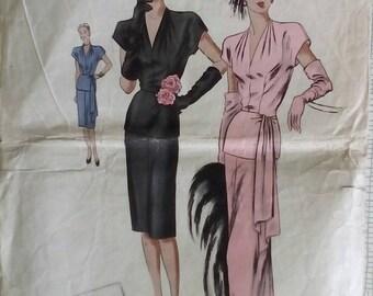 "1940s Dress - 30"" Bust - Vogue 216 - Vintage Sewing Pattern"