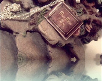 Collana miniatura libro Once upon a time telefilm tv series - OUAT book necklace handmade