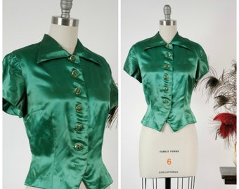 Vintage 1940s Blouse - Glossy Green Satin Late 40s Short Sleeve Cocktail Top with Gold Edged Buttons