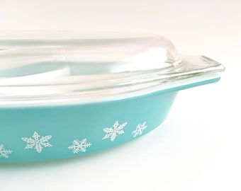 Pyrex Turquoise Snowflake Casserole Covered Divided Dish