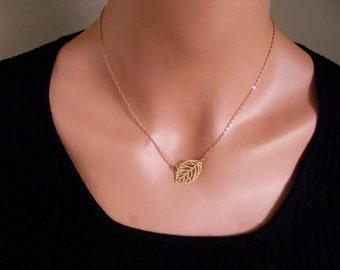VENTE ! Feuille collier en plaqué or, bijoux en feuille, remplis de collier en or, feuille d'or - mignon, Dainty, mère, maman, adolescent, cadeau Brithday