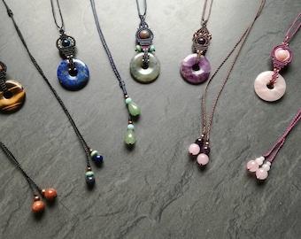 Pendant macrame and gemstones