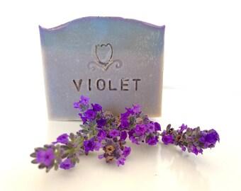 Sapone artigianale VIOLET alla Violetta e Lavanda - 100g o 1 kg di sapone all'olio extravergine di oliva, Saponificazione a freddo.