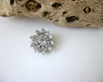 ON SALE Vintage Silver Tone Prong Set Smaller Sparkling Clear Rhinestones Snow Flake Burst Pin 82116