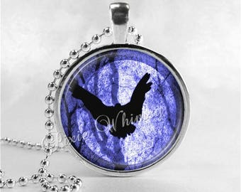 RAVEN Necklace, Bird Necklace, Raven Pendant, Raven Jewelry, Raven Charm, Glass Art Necklace, Bird Jewelry, Crow Necklace, Gothic Necklacle