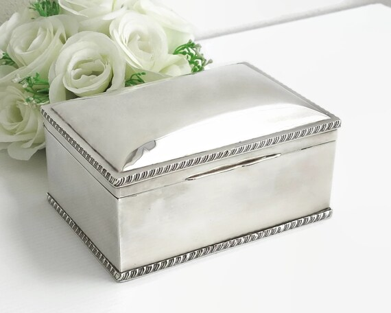Large vintage silver plated box with metal rope edging, jewelry box etc, 6.5 x 4.5 x 3.25 inches / 16.5 x 11.5 x 8.5cm