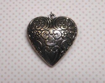 ORNATE heart pendant