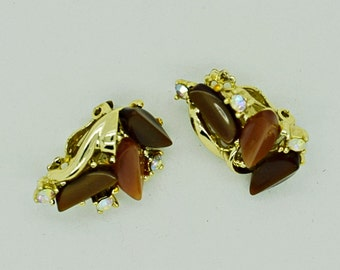 Vintage Brown and Tan Thermoset Clip on Earrings