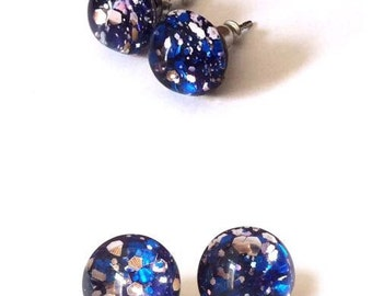 Stud earrings blue and silver glitter brigth,small stud earrings,glass resin studs,glitter stud earrings,resin glitter studs,nikel free