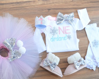 Winter Wonderland First Birthday Outfit. Winter Onederland. Silver Pink and Blue Tutu. Set: Bodysuit, tutu and headband.