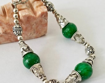 Emerald Green Beaded Bracelet, Silver Bracelet, Glass Beads, Beautiful Gift for her - One of a Kind Jewelry