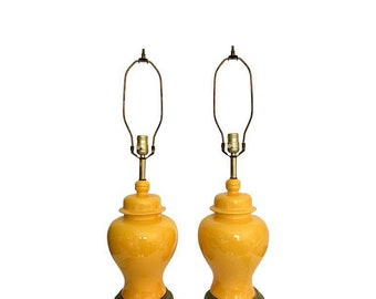 Pair of Vintage Yellow Ginger Jar Urn Table Lamps Chinoiserie Hollywood Regency Brass