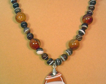 "Gorgeous 20"" Red, White and Black Sardonyx Agate Necklace and Earimgs Set - S038"