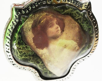 Mysterious Victorian Girls, Terrarium Locket Necklace, Mini Curio Display with Vintage Photos LK13