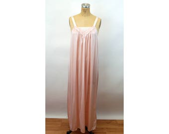 1970s Vanity Fair nightgown pink nylon quilted applique Size M