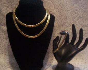 Stunning Signed Monet Goldtone Necklace and Bracelet