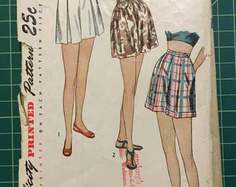 Vintage 1940s Sewing Pattern - Simplicity 2017 - Shorts