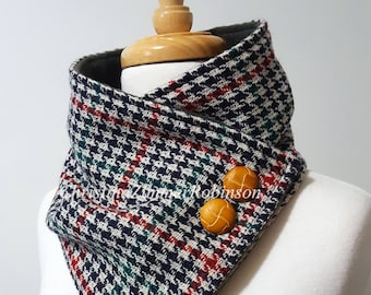 Houndstooth Neck Warmer Scarf in Red, Navy, and Hunter Green with Tan Buttons, Neckwarmer, Scarves, Wrap, Collar, Snood