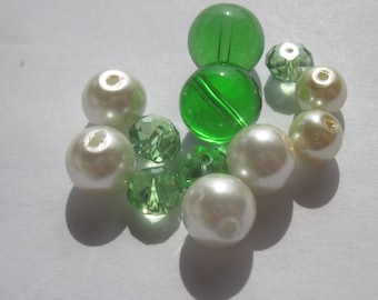 12 round 8-12 mm glass beads different colors (PV31-24)
