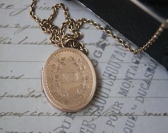 Beautiful Vintage 9ct Back & Front Mourning Locket Pendant With Necklace