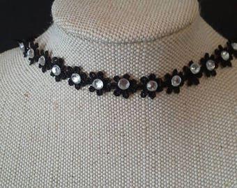 Flower choker with beads