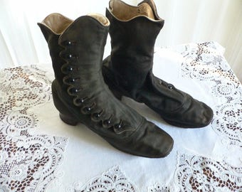 Antique-Victorian-Black-Wool-Side-Button-Shoes-with-Scalloped-Edge