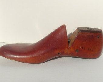 Red Cobbler's Shoe Form, Wooden Shoe Form Size 2D