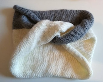 Off-white and gray mercury cross woman Snood