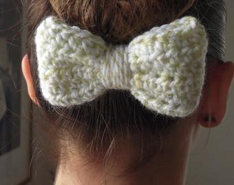 Light Green/Winter White Crochet hair bow, large