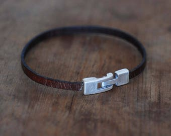 Leather bracelet with 925 silver clasp.