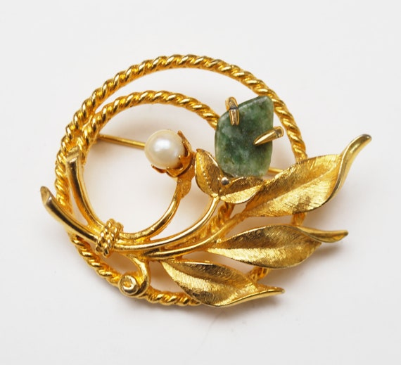 Sara Coventry  Leaf Flower Brooch -green Nephrite Jade Gemstone -  gold plated  - cultured White pearl - floral  pin