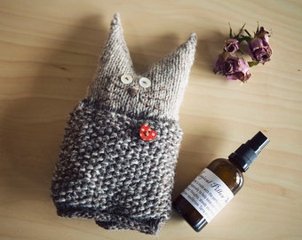 Snugglepuss. Knitted cat with pocket for wheatsack / lavender bag / valuables... Pattern only