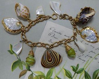 Gold Embellished SeaShell Chunky Charm Bracelet    OCJ5
