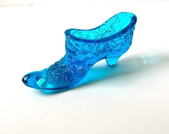 Vintage Glass Slipper / Fenton Daisy & Button Pattern /  Pin Cushion Shoe