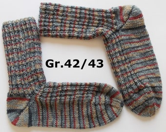 hand-knitted socks, Gr. 42/43 (EU), gray-blue-darkred
