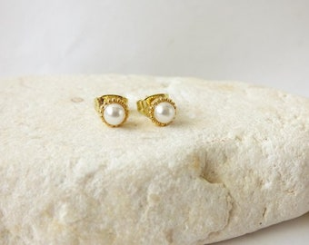 Tiny Gold Pearl Stud Earrings, Simple Post Earring, Delicate Minimal Studs, Minimalist Jewelry, Dainty Earrings, Tiny Studs, Modern Everyday