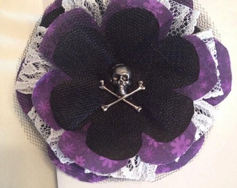 Poe Petal Pin: Can be worn in the hair