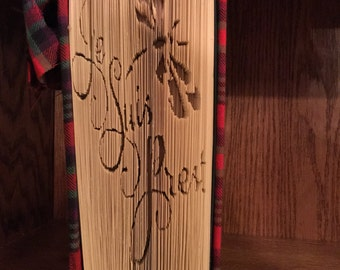 Je Suis Prest folded book art