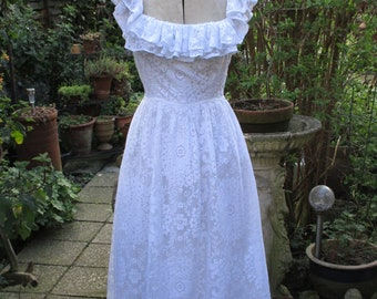 Vintage 1970s White Cotton Lace Wedding / Special Occasion / Party Dress