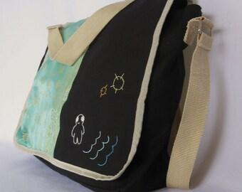 EMBROIDERED MESSENGER BAG