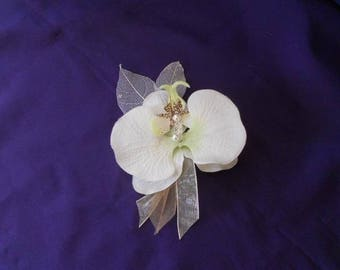 brooch, dates back to hang or boutonniere ivory and taupe