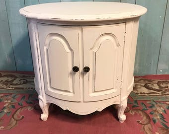 Vintage French provincial end table  white distressed