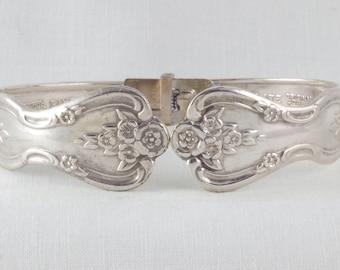 Bold antique design silver hinged bracelet