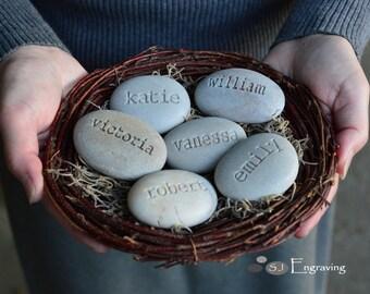 Mother's nest - Grandmother gift - Set of 6 custom names stones in family nest